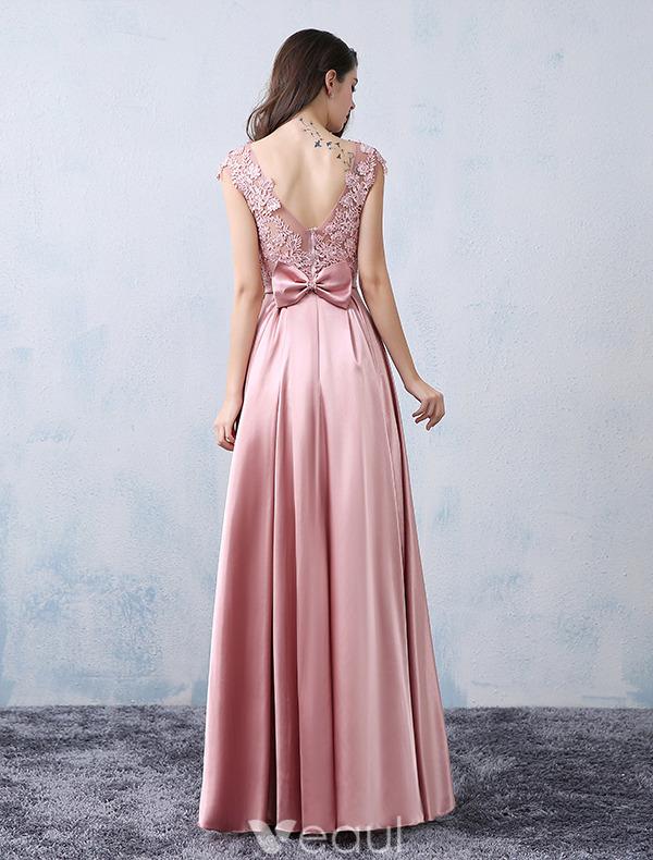 ausschnitt spitze der rosa satin formales kleid mit schleifeknoten. Black Bedroom Furniture Sets. Home Design Ideas