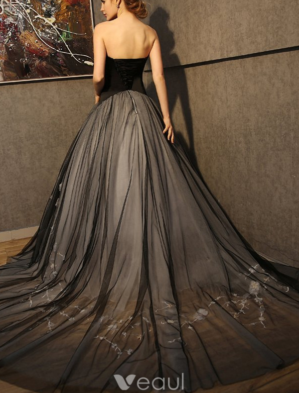 Stunning Prom Dresses 2016 Strapless Black Tulle Mix Champagne Tulle Formal Gown With Applique Lace Flowers