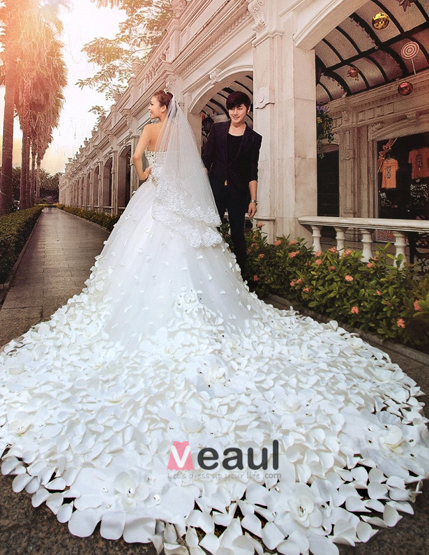 2015 A-line/Princess Strapless Cathedral Train Wedding Dress (Satin/Tulle)