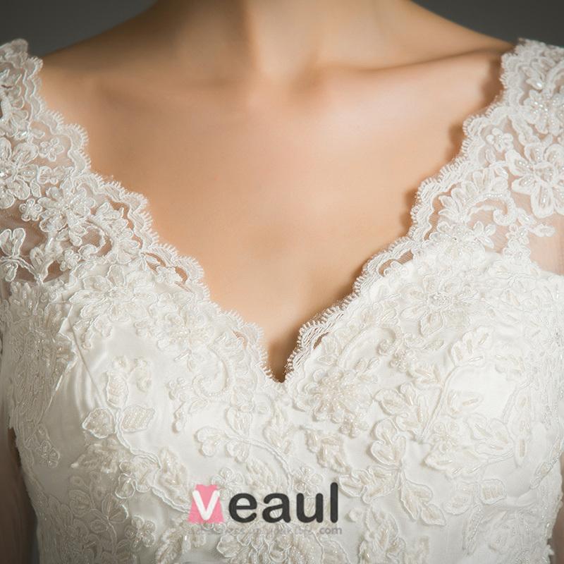 Elegant A-line V-neck 3/4 Sleeves Applique Lace Wedding Dress