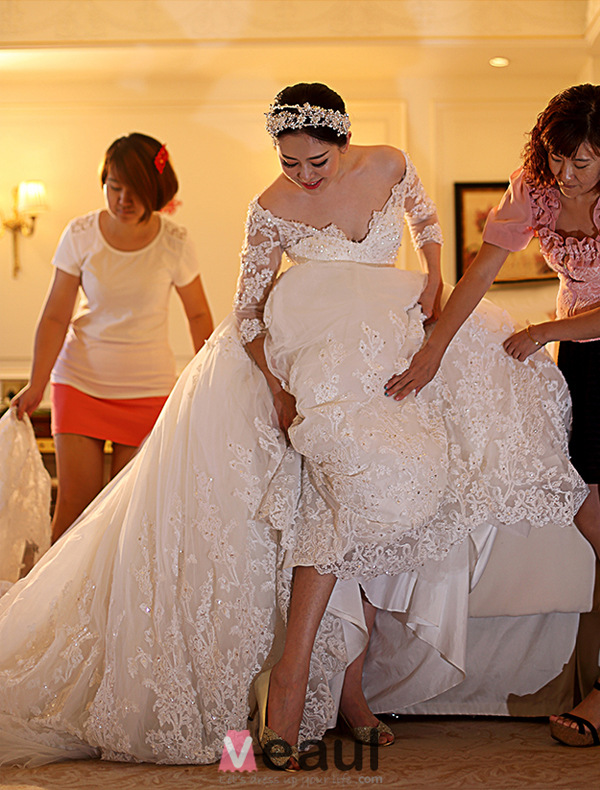 Stunning A-line Off The Shoulder Applique Lace Heart-shape Back Wedding Dress With 1.5m Trailing