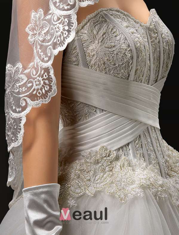 2016 Luxury Exquisite Handmade Corset Lace Wedding Dress With Trailing