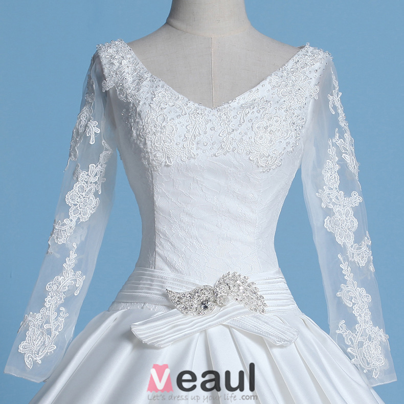 2016 Vintage V-neck Applique Lace Long Sleeves Thick Ruffle Satin Ball Gown Wedding Dress