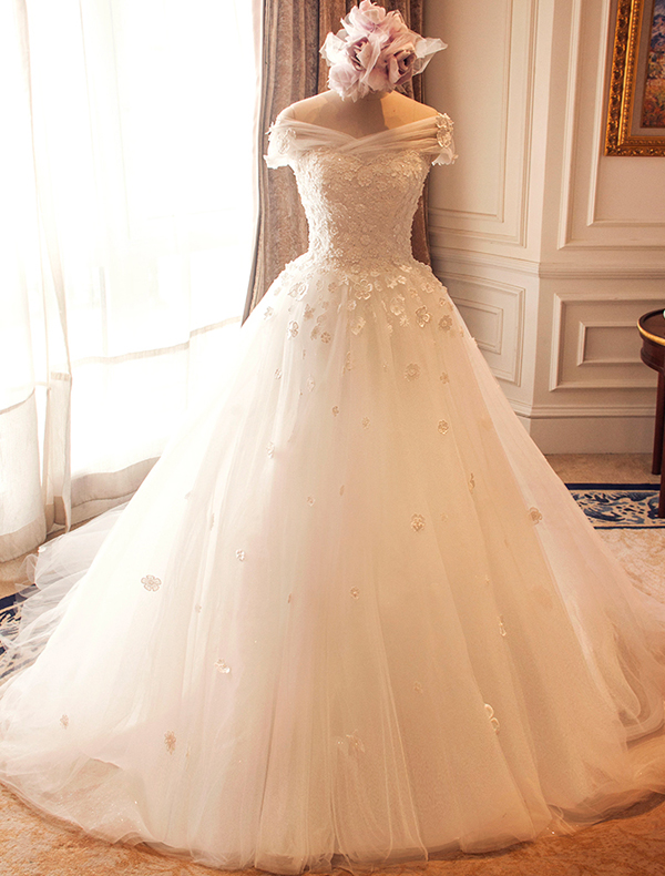 Stunning Wedding Dresses 2016 Ball Gown Off The Shoulder Applique Flowers Ivory Bridal Gown