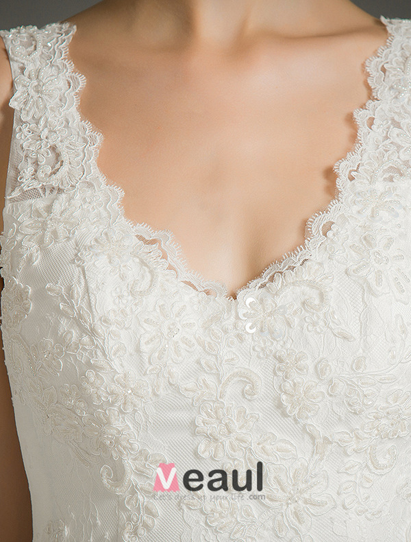 Elegant Mermaid V-neck Applique Lace Backless Bridal Dress With Tailing