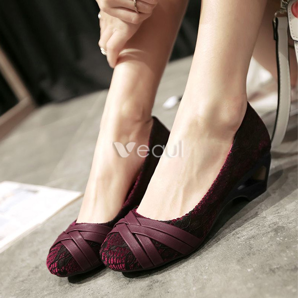 Sexy Lace Pumps Burgundy Low Heel Womens Shoes [421602016] - Veaul.com
