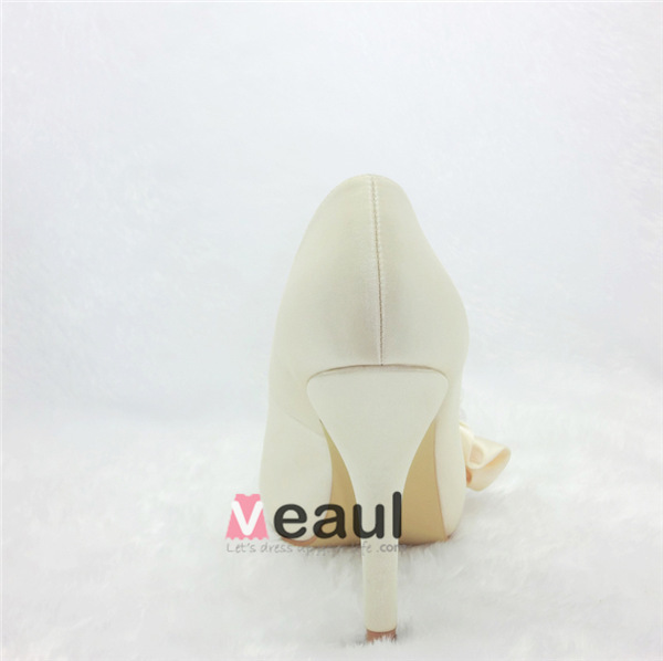 Beautiful Beige Bridal Shoes Satin Peep Toe Pumps With Pearl Flower