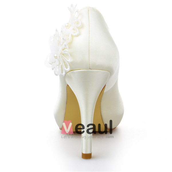 Beautiful Ivory Bridal Shoes Satin Stilettos Pumps With Lace Flowers