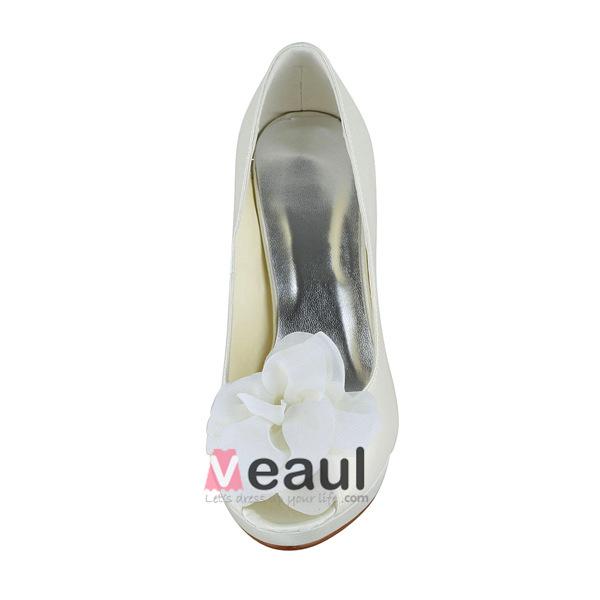 Elegant Ivory Bridal Shoes Satin Stilettos Pumps With Flower