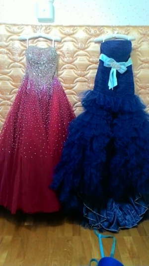 I bought 2 dresses form veaul,