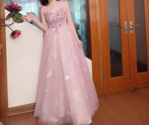 I really love this dress and I will order the dress of my mom and my sister in Veaul.